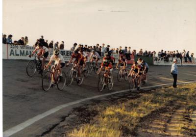 20090805025214-velodromo-omar-moizo-decada-de-1980.jpg